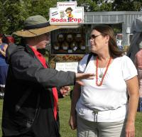 <h2>Jan Quigg Talking To Guest </h2><p>September 27, 2009Photography by Wahiya<br></p>