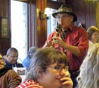 <h2></h2><p>Robert Mullinax playing for the diners.<br></p>